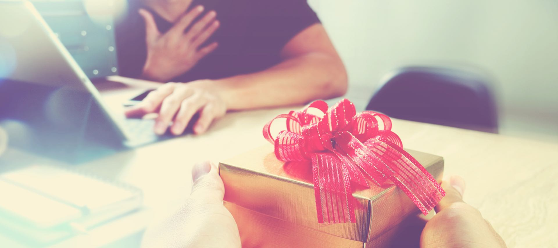 Business-Gift-Giving-Etiquette